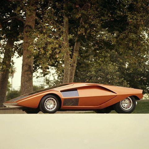 「ストラトス・ゼロ」が北イタリアの街を走行 Lancia Stratos Zero