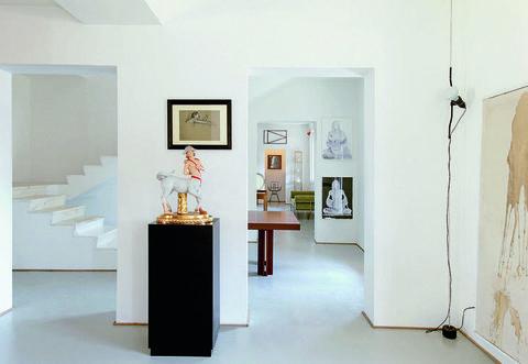 Interior design, Floor, Wall, Flooring, Interior design, Picture frame, Paint, Exhibition, Museum, Collection,