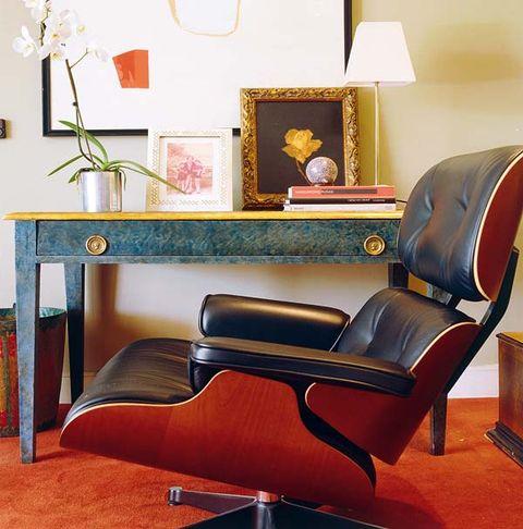 este cuarto de estar refleja la personalidad de javier muñoz con una magistral fusión de piezas antiguas