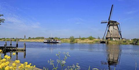 Windmill in Kinderdijk, UNESCO World Heritage Site, South Holland, Netherlands, Europe