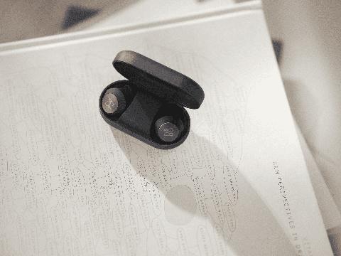 bo頂級無線藍牙耳機beoplay eq登場!「首款anc藍牙耳機、最清晰通話品質」質感人士必收藏