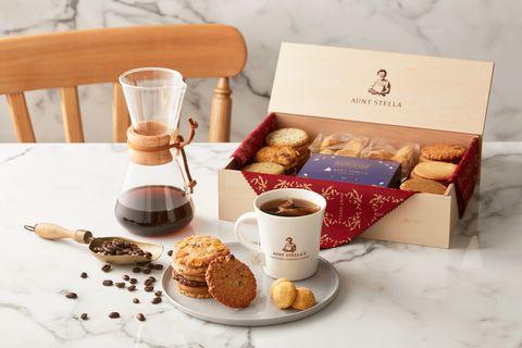 詩特莉aunt stella攜手冠軍咖啡師推出中秋禮盒