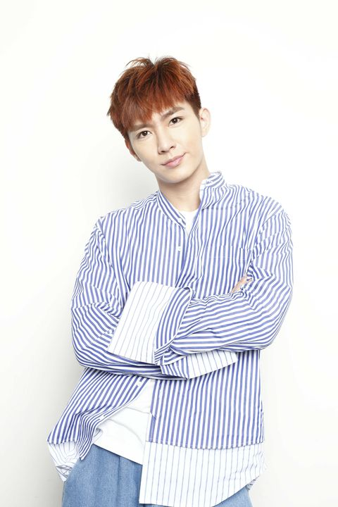 White, Hair, Face, Blue, Clothing, Hairstyle, Neck, Standing, Forehead, Sleeve,