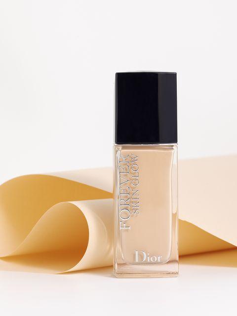 Product, Water, Beauty, Liquid, Beige, Fluid, Cosmetics, Perfume, Material property, Moisture,
