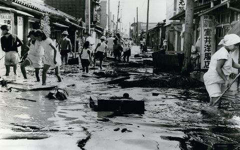 Human, Neighbourhood, Mammal, Monochrome, Street, Pollution, Human settlement, Black-and-white, Monochrome photography, Flood,