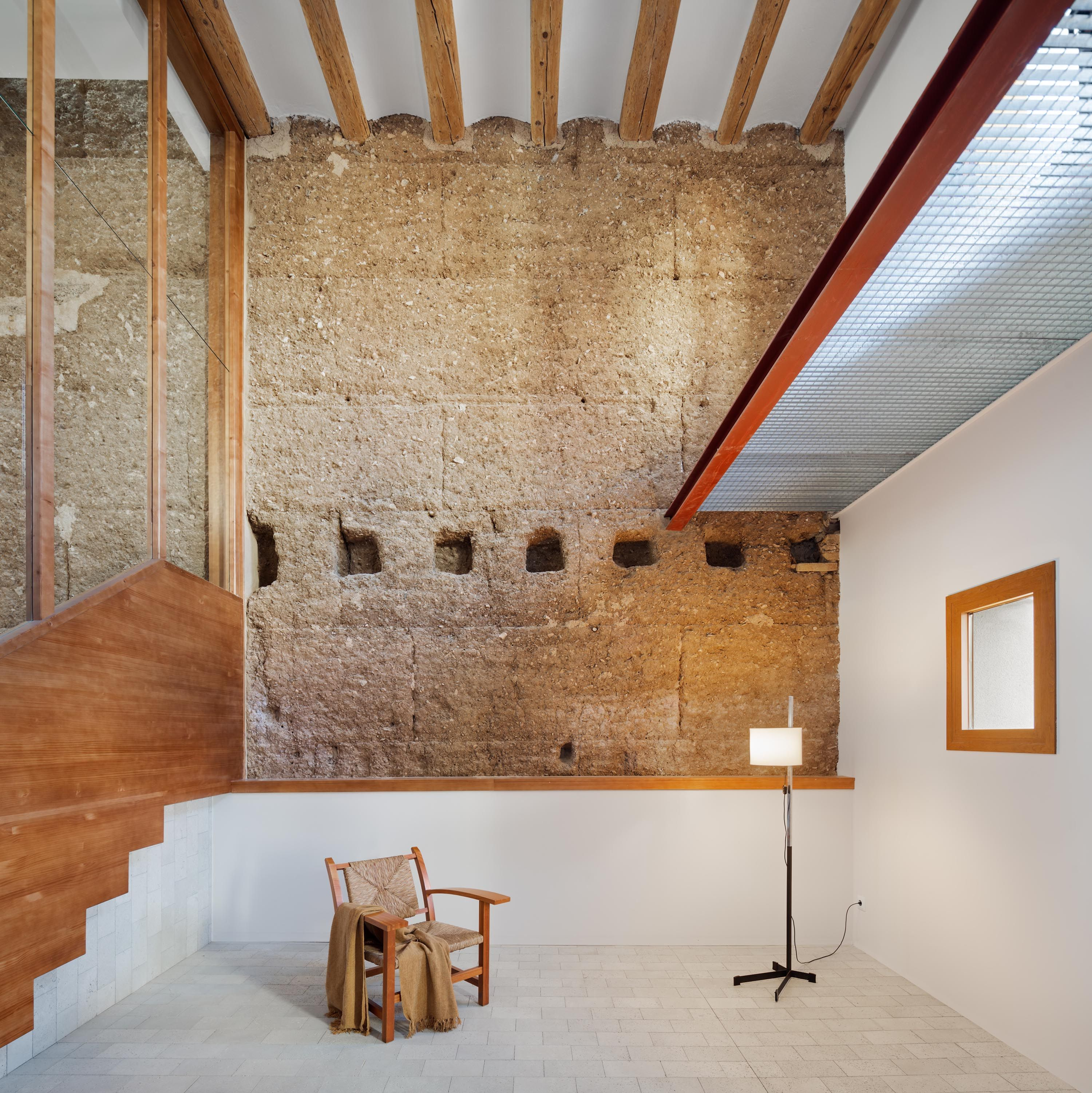 Rammed Earth Walls Rise to Enclose a Long and Narrow Home in Sunny Spain