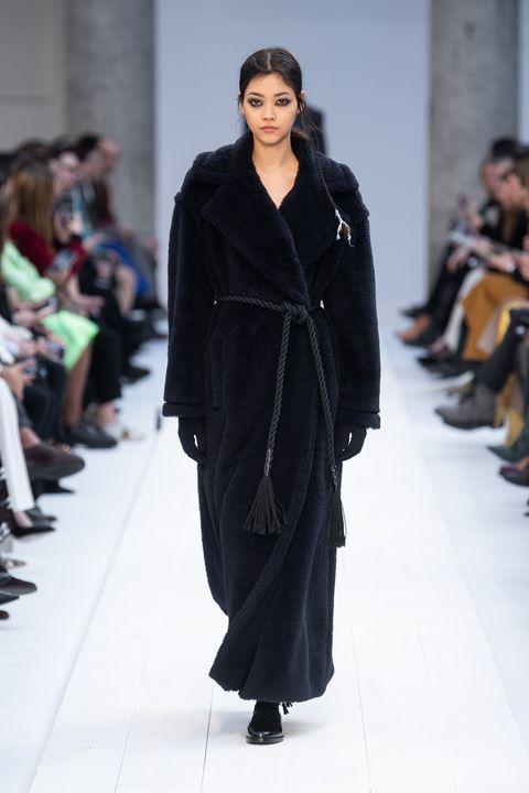 Fashion, Fashion model, Runway, Fashion show, Clothing, Fur, Outerwear, Haute couture, Human, Fur clothing,
