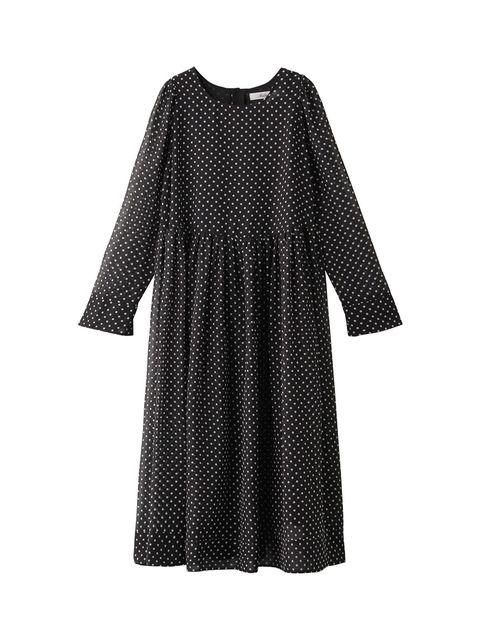 幅広いシーンで気回したいドット柄ドレス