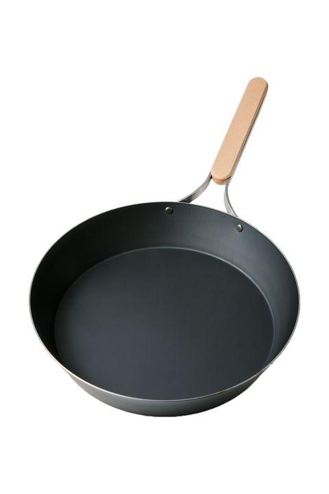 Cookware and bakeware, Frying pan, Sauté pan, Metal, Circle, Saucepan, Kitchen utensil,
