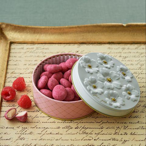 洋菓子店リビエール 「アマンドショコラフランボワーズ」