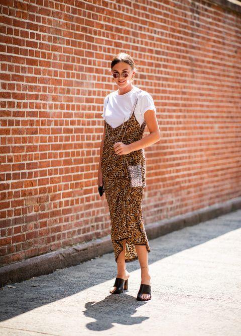 La moda animalier è un trend caldo dell'inverno 2019, scegli tra gli abbinamenti possibili quello che più ti si addice alla personalità e al coraggio di coprirti dalla testa ai piedi con il manto di tigri, leoni e leopardi.