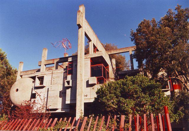 la casa disegnata da ettore sottsass per arnaldo pomodoro a milano