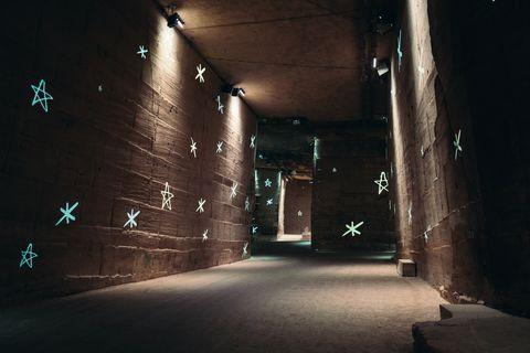 跟著chanel踏上咫尺之遙的普羅旺斯旅程!chanel 2022度假系列譜寫黑白時裝圖像詩