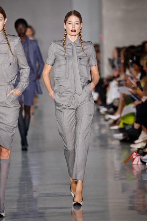 Fashion model, Fashion, Runway, Fashion show, Clothing, Fashion design, Event, Denim, Trousers, Waist,