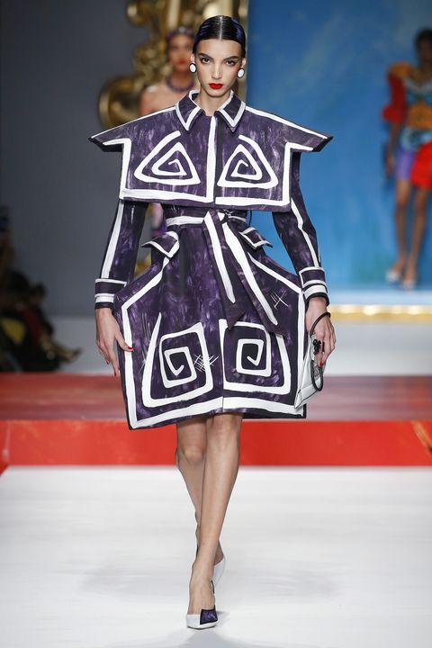 Fashion show, Fashion model, Fashion, Runway, Clothing, Fashion design, Haute couture, Public event, Event, Dress,