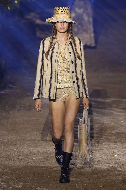 Fashion show, Fashion model, Fashion, Runway, Clothing, Public event, Fashion design, Outerwear, Headgear, Footwear,