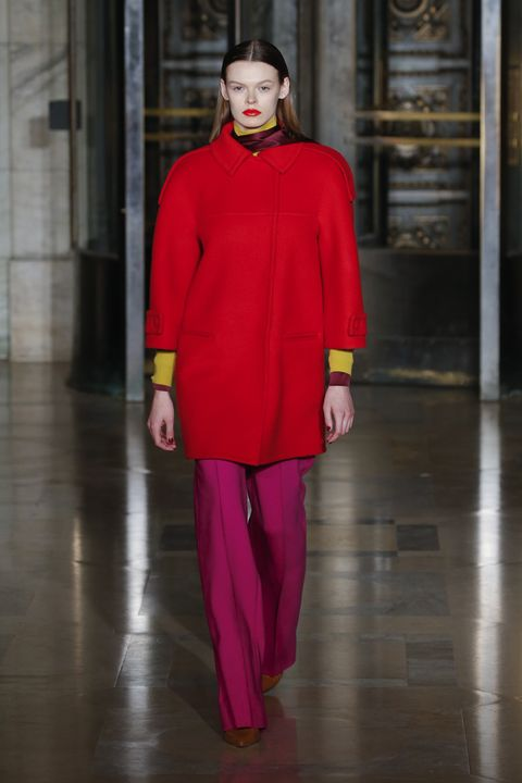 Fashion model, Fashion, Clothing, Runway, Red, Fashion show, Haute couture, Outerwear, Shoulder, Magenta,