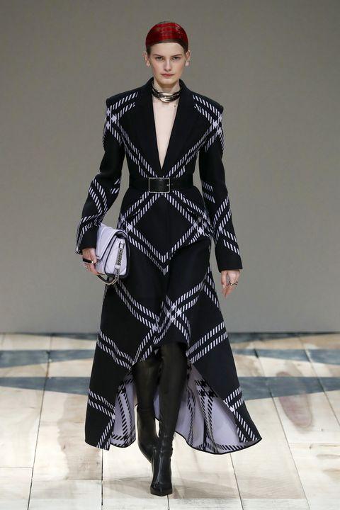 Fashion model, Fashion, Runway, Fashion show, Clothing, Haute couture, Fashion design, Coat, Outerwear, Overcoat,