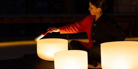 軽井沢の夜を特別にする、1日1組限定のスペシャルシート「森のほとり cafe&bar ~水上の特等席~」