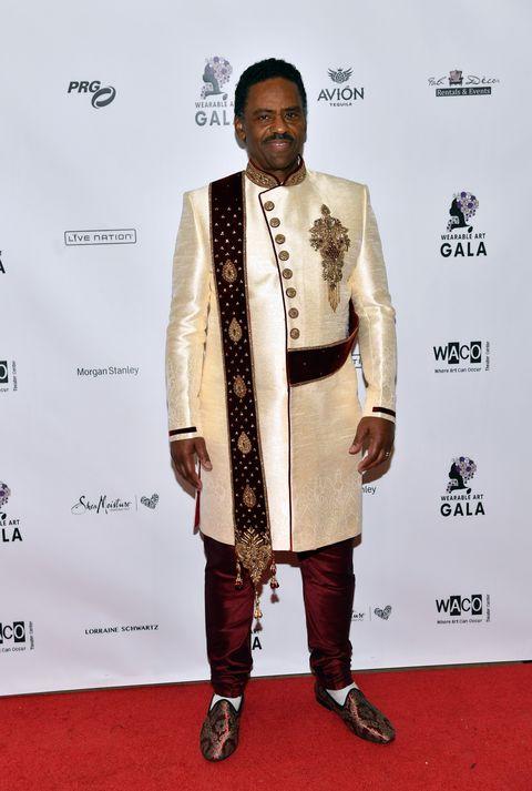 Red carpet, Carpet, Suit, Formal wear, Fashion, Fashion design, Flooring, Premiere, Style,
