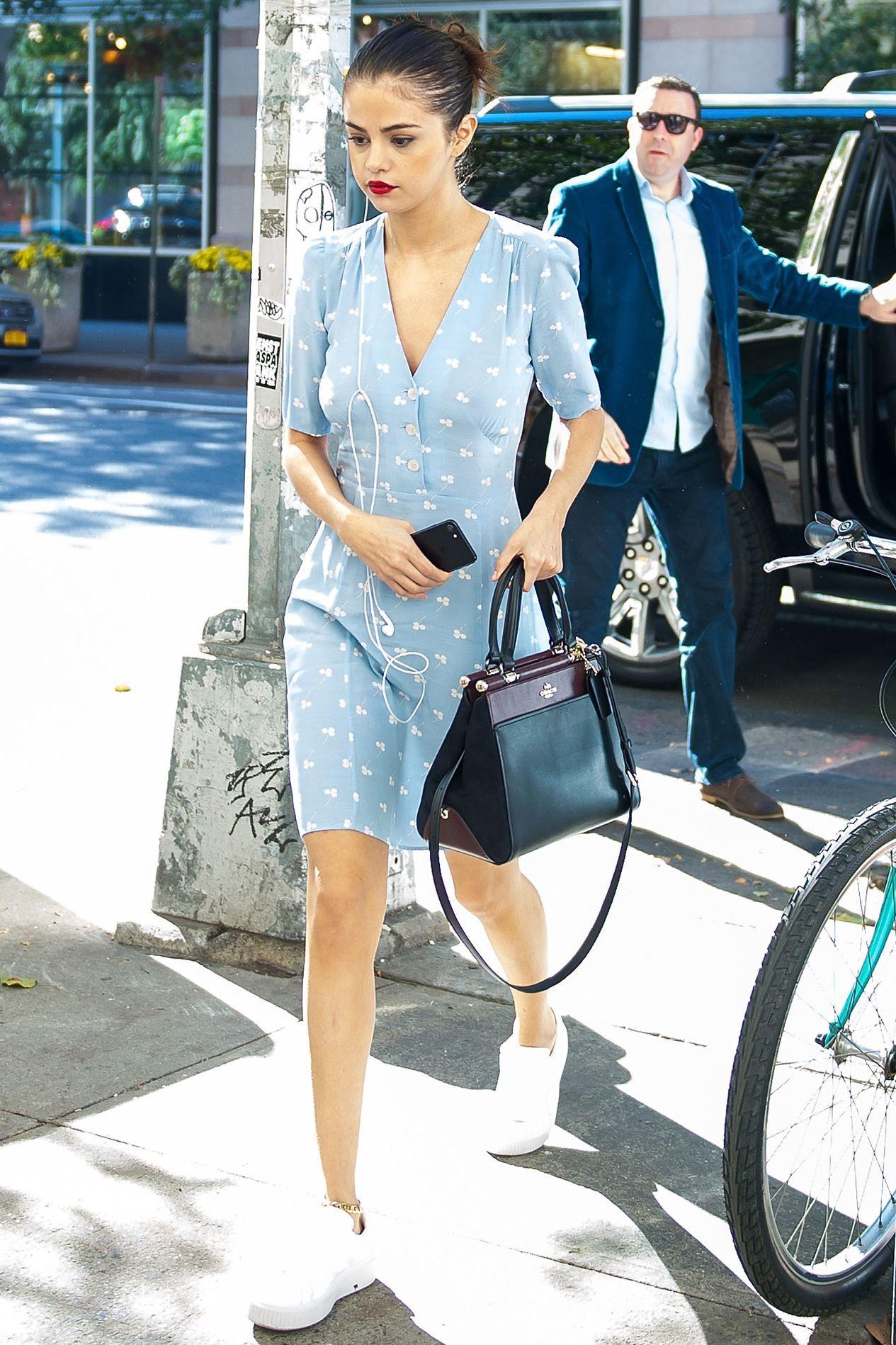 碎花洋裝, 小白鞋, 白球鞋, 印花洋裝, 洋裝穿搭, 女星私服, 穿搭筆記