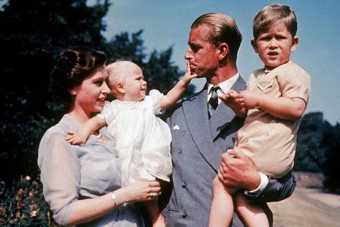 菲利普親王葬禮落幕,女王哭了⋯揮別相守74年老伴,紀念照浪漫卻催淚!