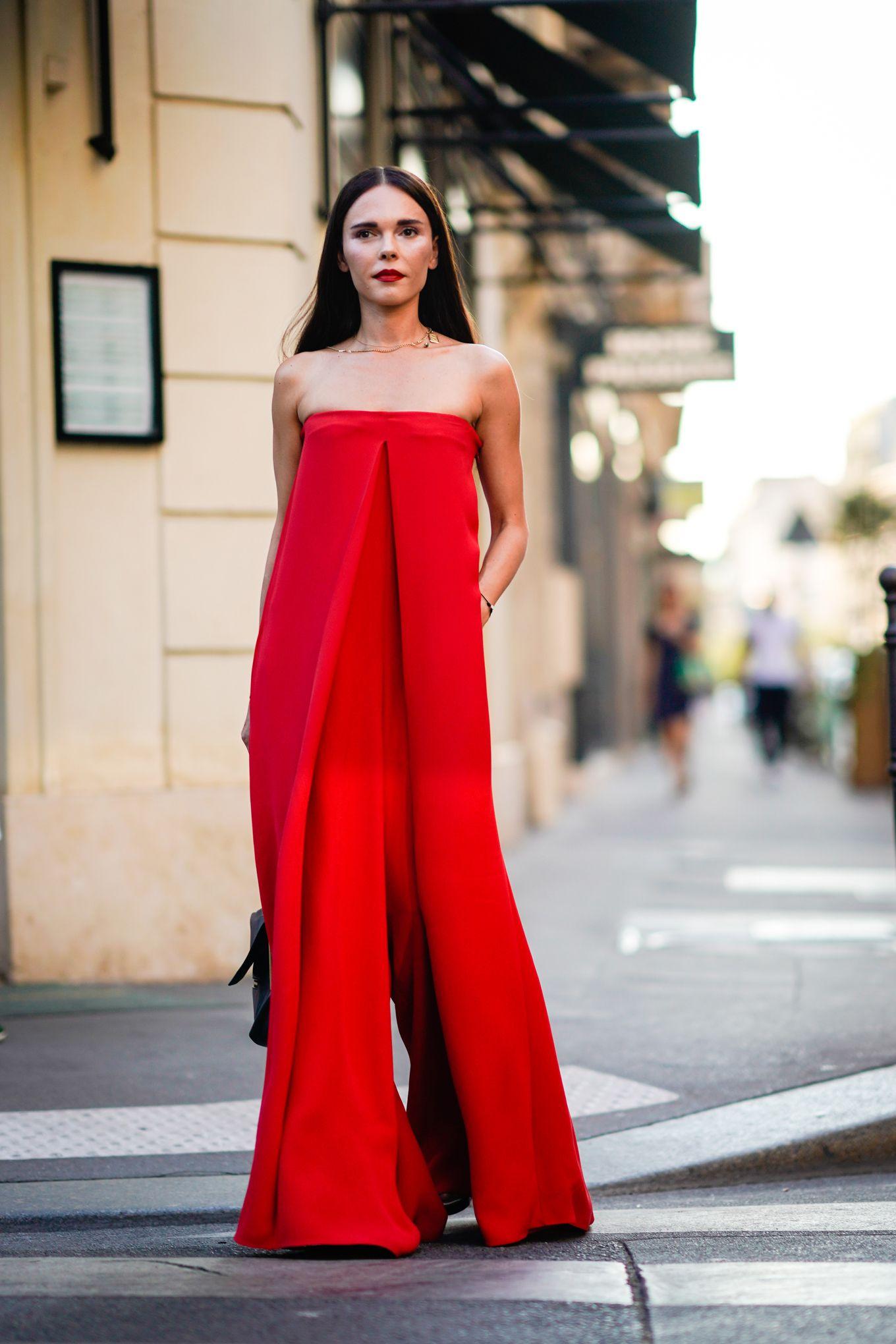 0fed8b1219d0 ... Natale colore vestito rosso. outfit capodanno 2019 abiti outfit capodanno  2019 abiti. È ora di fare di conti con il glamour moda autunno inverno 2019
