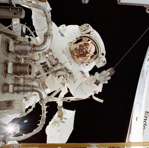 space shuttle, Astronaut, Spacecraft, Space station, Space, Aerospace engineering, Satellite, Spaceplane, Vehicle, Illustration,