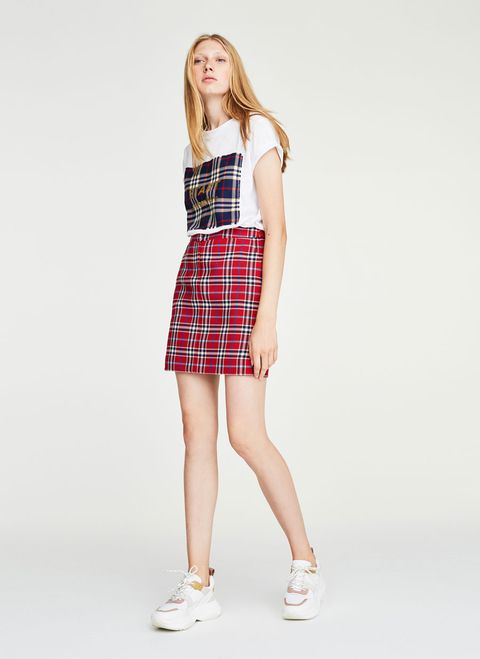 Clothing, Plaid, Tartan, Pattern, White, Waist, Fashion model, Dress, Shoulder, Fashion,