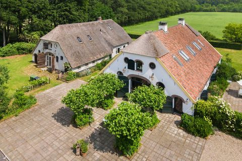 Property, Aerial photography, Roof, House, Real estate, Home, Estate, Cottage, Building, Residential area,