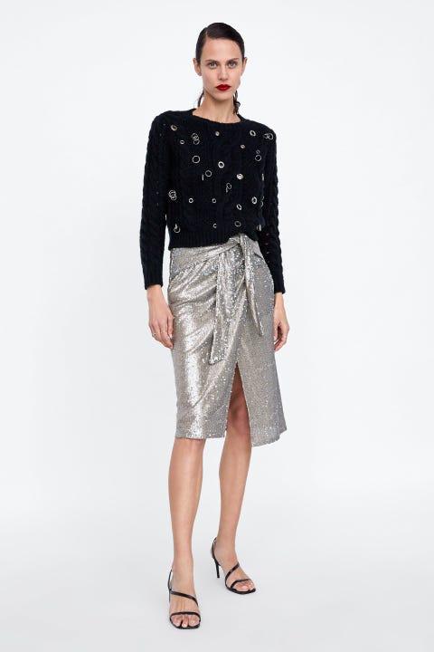 Clothing, Fashion model, Fashion, Pencil skirt, Neck, Waist, Fashion show, Dress, Sleeve, Outerwear,