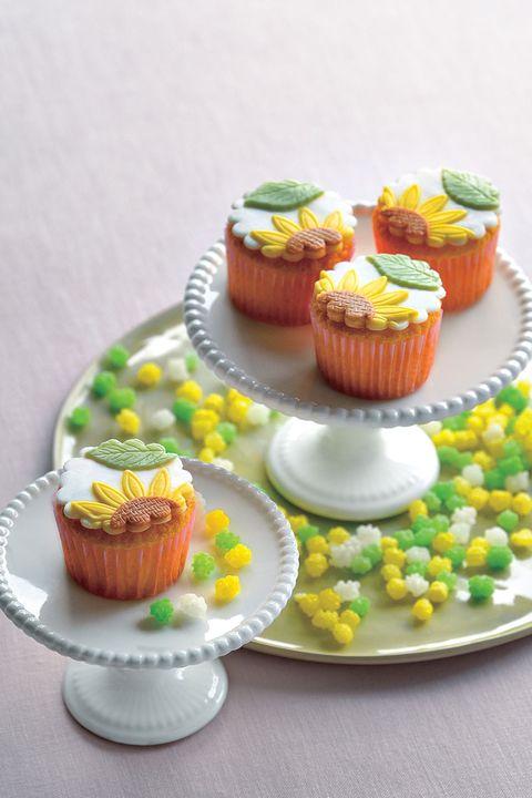 「プティビズ芦屋」の「ひまわりのカップケーキと金平糖セット」