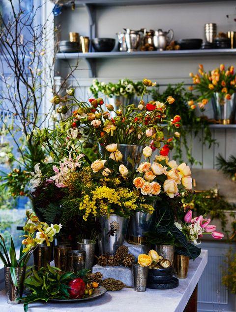 Flower, Floristry, Flower Arranging, Floral design, Cut flowers, Plant, Yellow, Bouquet, Flowerpot, Building,