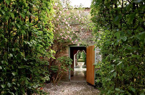 alexandre bailhache, top ten, lifestyle, giardini romantici, marieclaire maison italia, aprile 2021