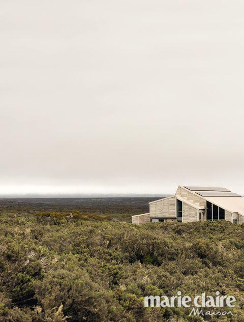 Sky, Vegetation, House, Atmospheric phenomenon, Architecture, Tree, Cloud, Grass, Rural area, Sea,