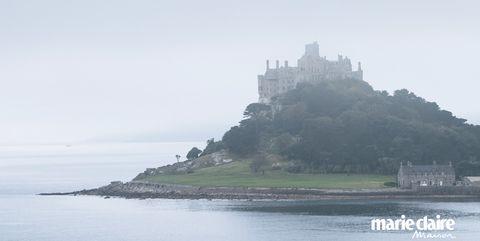 Atmospheric phenomenon, Landmark, Promontory, Sea, Sky, Water, Coast, Coastal and oceanic landforms, Headland, Tourism,