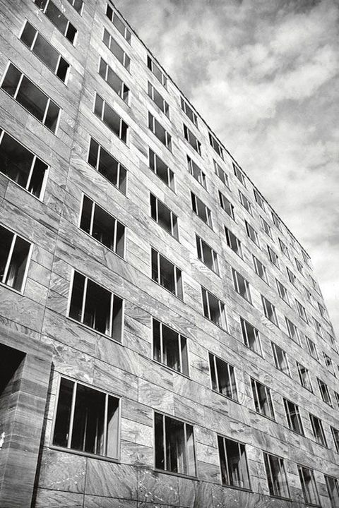 White, Architecture, Black-and-white, Black, Building, Monochrome, Monochrome photography, Residential area, Daytime, Urban area,