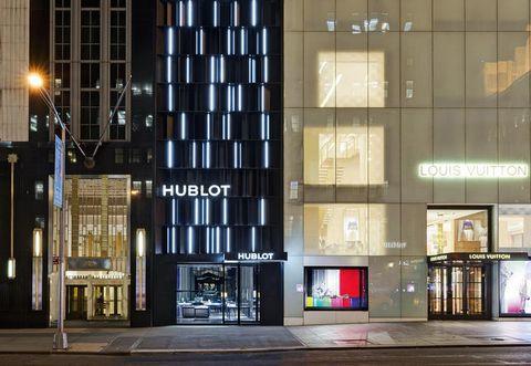 Commercial building, Facade, Street light, Metropolitan area, Electricity, Mixed-use, Headquarters, Lobby, Metropolis, Transparent material,
