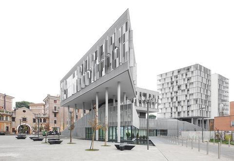 Neighbourhood, City, Urban design, Facade, Town, Mixed-use, Building, Commercial building, Public space, Town square,
