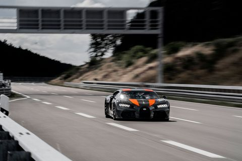 ブガッティ,シロン,Bugatti Chiron,アンディウォレス,レーサー,Andy Wallace,最高速度,世界記録,