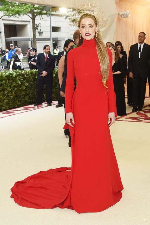 Red carpet, Dress, Carpet, Fashion model, Clothing, Gown, Fashion, Shoulder, Red, Flooring,