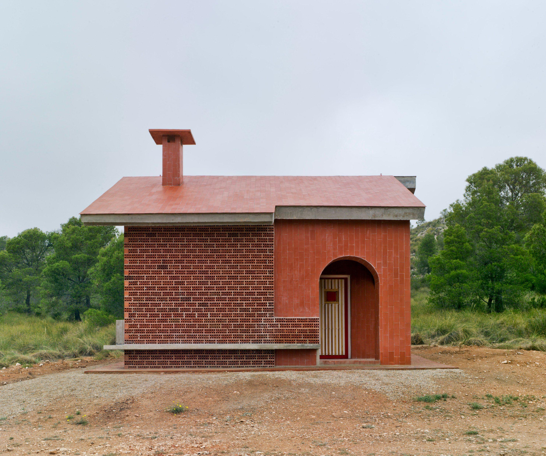 La Casa del Ángel: A Red Brick Refuge for Spanish Hikers