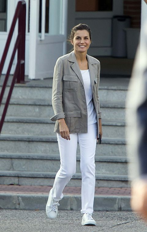 White, Clothing, Street fashion, Blazer, Outerwear, Fashion, Suit, Jacket, Snapshot, Footwear,