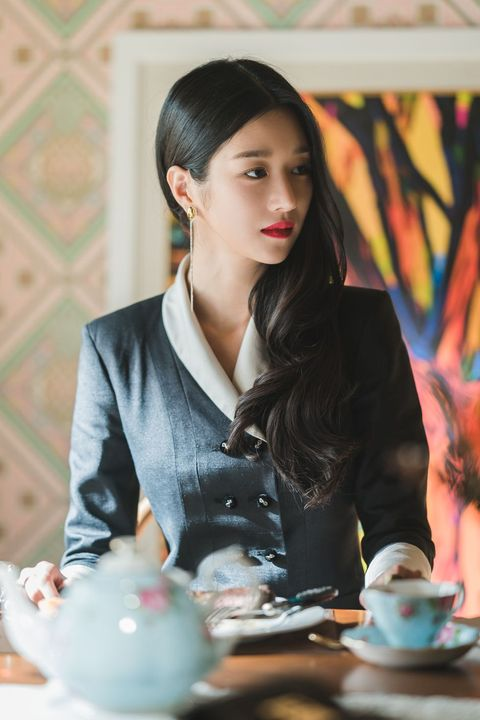 Beauty, Formal wear, Outerwear, Textile, Photography, Sitting, Black hair, Jacket,