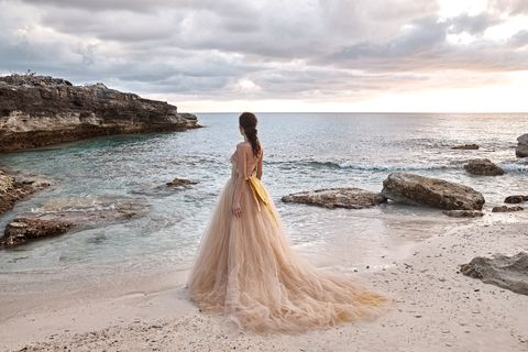 Beach Weddings Don T Require Slim Shapes All White Or Soft Color Dare To Be Bold Take Risks