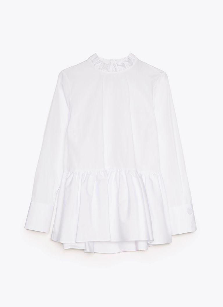 Uterqüe y la camisa blanca que ha conquistado a esta instagramer famosa  embarazada de siete meses 409a3ea5595