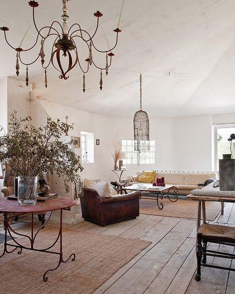 las dimensiones del salón permiten la creación de zonas bien diferenciadas