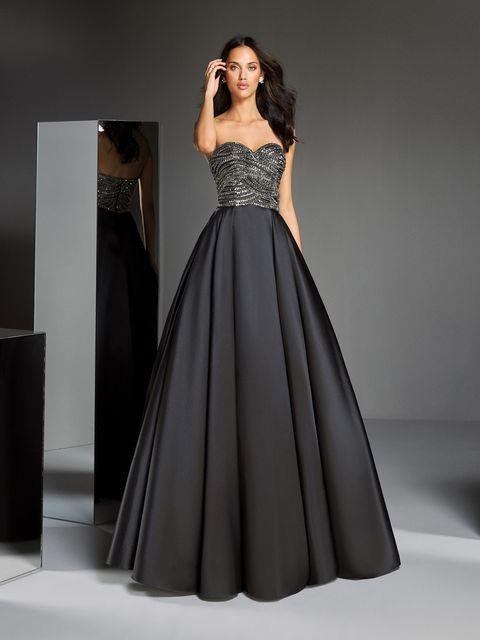 プロノビアスのブラックドレス