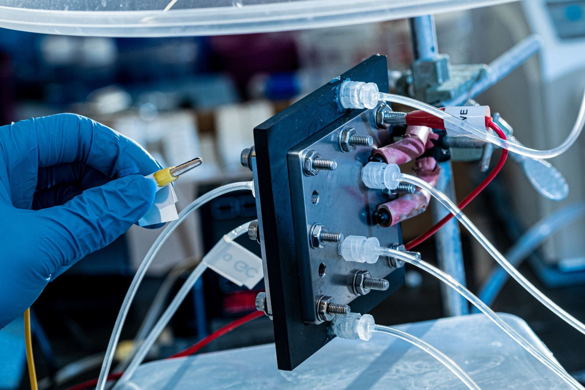 Here's a Machine That Turns Carbon Dioxide Into Liquid Fuel