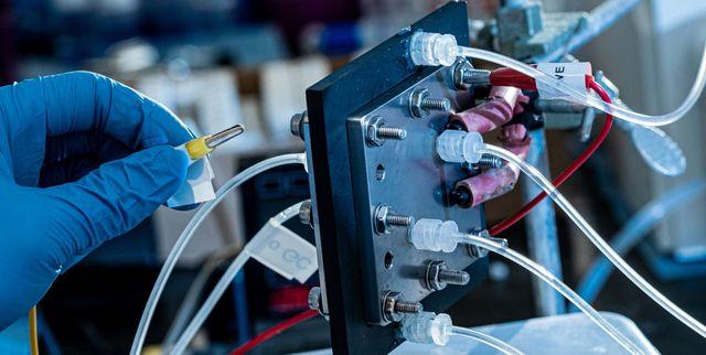 Machine Turns Carbon Dioxide Into Liquid Fuel